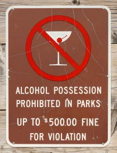 Alcohol prohibited in park sign