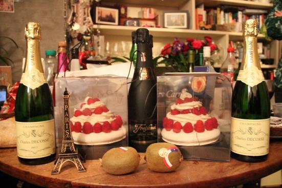 Pavlova & champagne